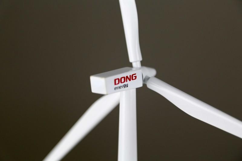 Siemens Wind Power A/S / SWT-3.6-120 / 3.6 MW wind turbine generator desk top model / Dong Energy