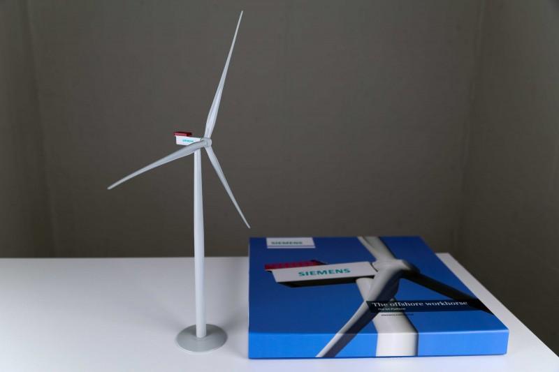 Siemens Wind Power A/S / SWT-4.0-130 / G4 plattform / 4.0 MW wind turbine generator desk top model