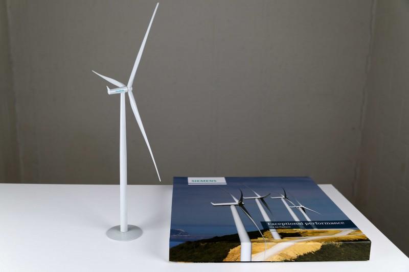 Siemens Wind Power A/S / SWT-2.3-93 / G2 Plattform / 2.3 MW wind turbine generator desk top model